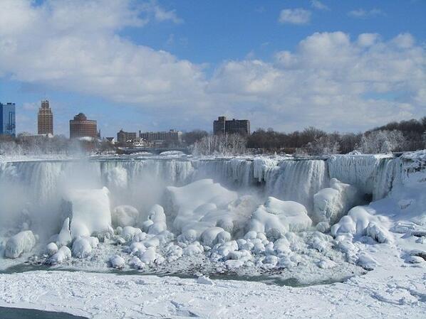 Chutes gelées du Niagara en Janvier 2014...  sous l'effet polaire induit par H.A.A.R.P.