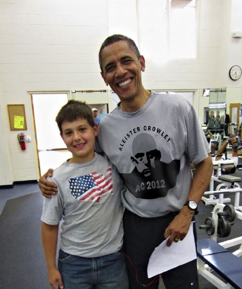 B. Obama et son T-shirt Aleister Crowley