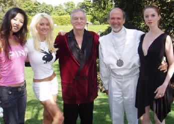 Raël en compagnie de Hugues Hefner, créateur du magazine Playboy