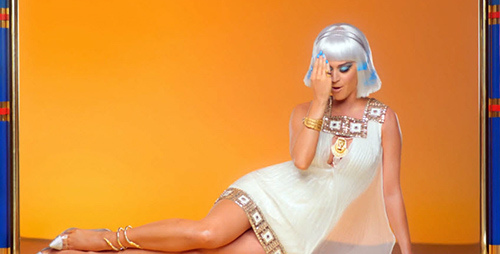 Katy Perry: captures d'écran de son clip: Dark Horse