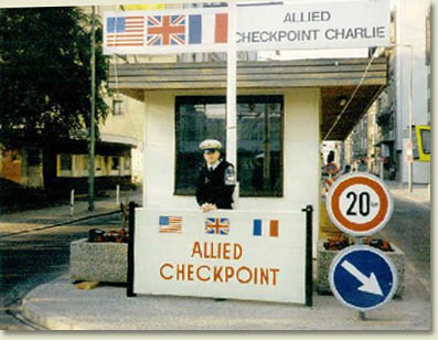Allied Checkpoint Charlie à Berlin