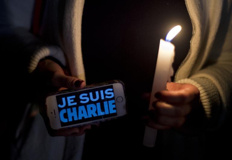 """Hommage sur écran de mobile """"Je suis Charlie"""""""