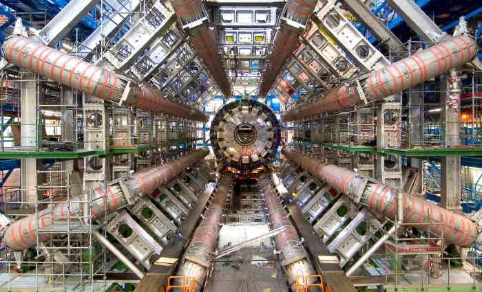 """Large Hadron Collider (LHC) ou """"Grand collisionneur de hadrons"""""""