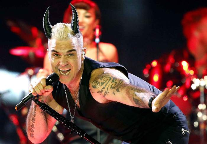 Le 27 mars, Robbie Williams en chanteur diabolique lors de son concert à Barcelone.
