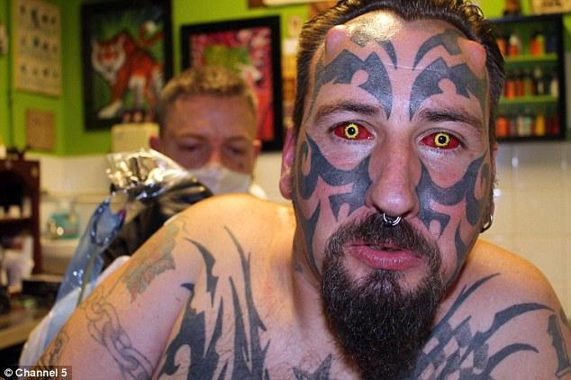 Yeux tatoués