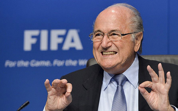 Sepp Blatter flashant le double 666 digital