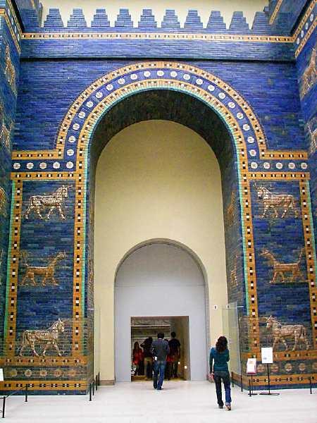"""La porte d'Ishtar, surnommée """"Porte de Enfers"""""""