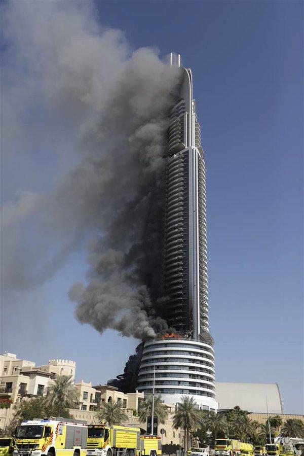 Tour Hôtel en feu à Dubaï