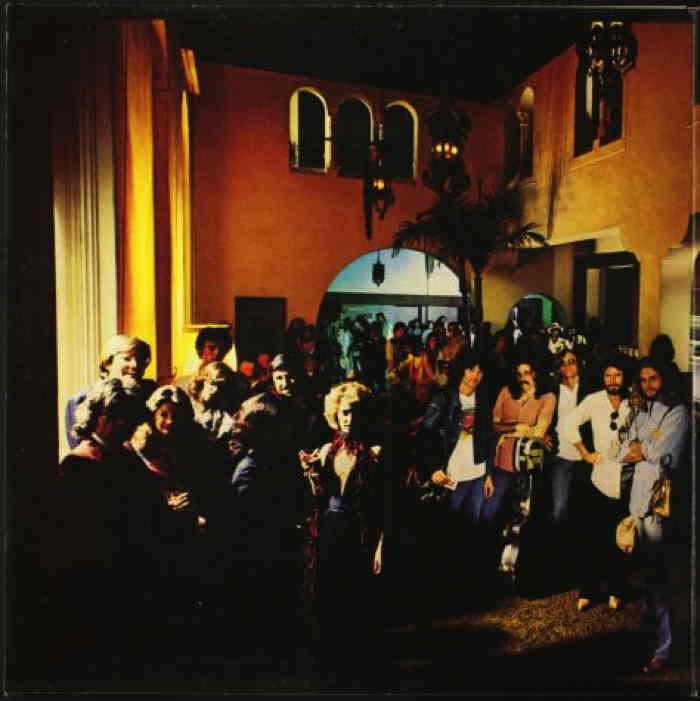 "Album ""Hotel California"": pochette inspirée du Lido Hôtel à Hollywood, CA."