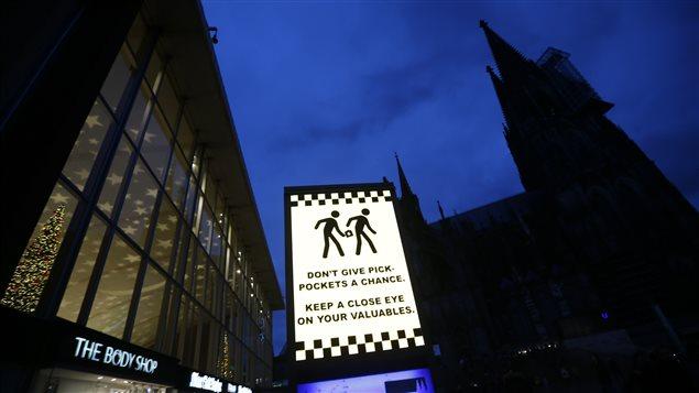 Panneau de mise en garde en gare de Cologne