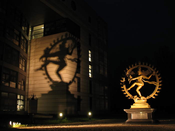 Statue de Shiva, le dieu de la destruction  devant les bureaux du CERN