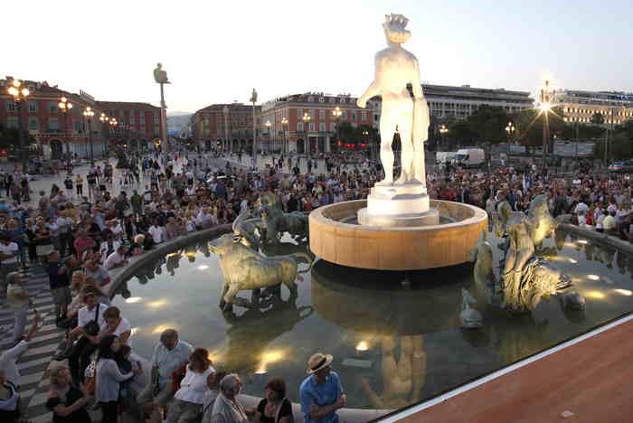 Statue d'Apollon sur la fontaine du soleil à Nice