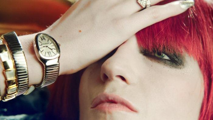 Oeil Illuminati avec le signal 9-23 (très en vogue actuellement) affiché par la montre