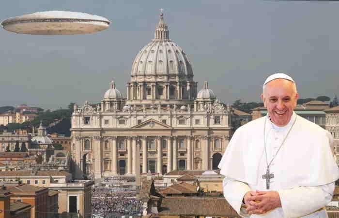 Photo-montage PAPE François/Vatican/UFO/OVNI