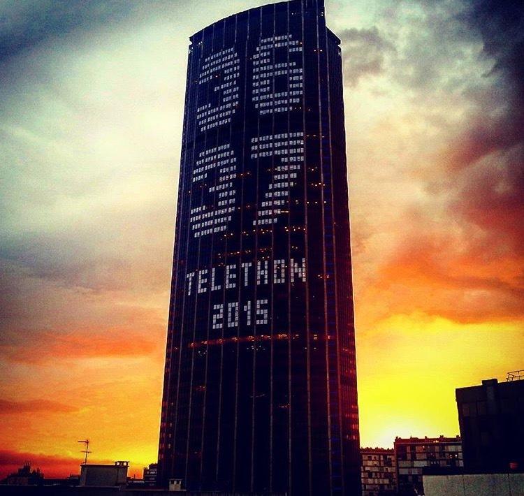 Habillage de la Tour Montparnasse. 3637 TELETHON 2015.
