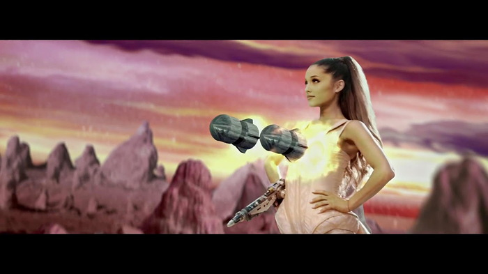 "Capture d'écran du clip ""break-free"" d'Ariana Grande"