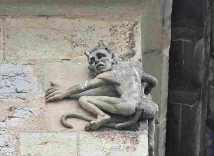 Diablotin sur une des tours du pont Valentré à Cahors