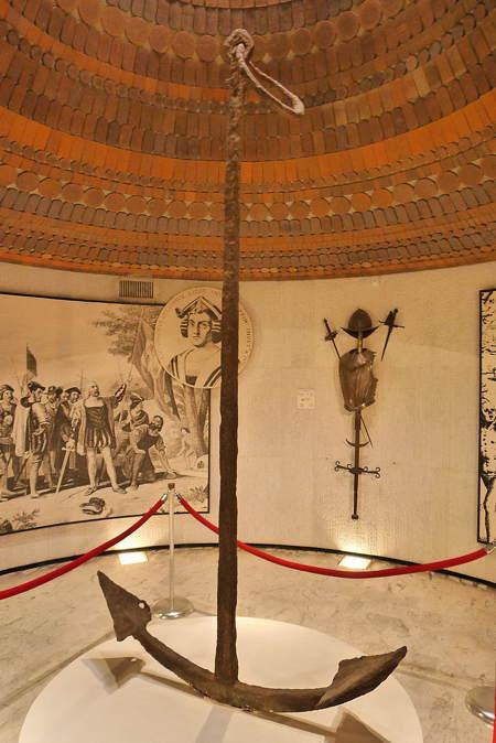 L'ancre de la Santa Maria au Musée du Panthéon national Haïtien