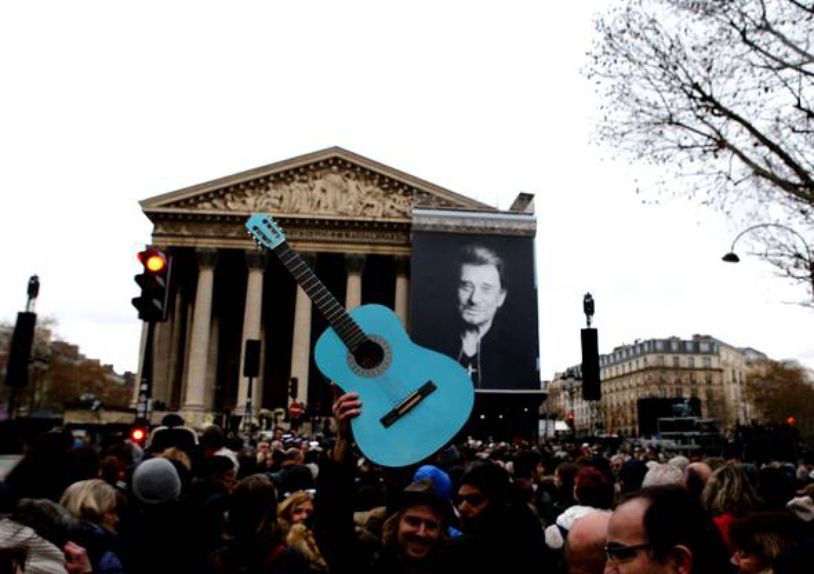 — Hommage populaire à Johnny Hallyday à La Madeleine — Paris —