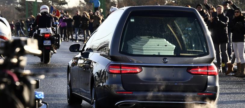 — Descente du cercueil de Johnny Hallyday sur les Champs-Elysées — Paris —