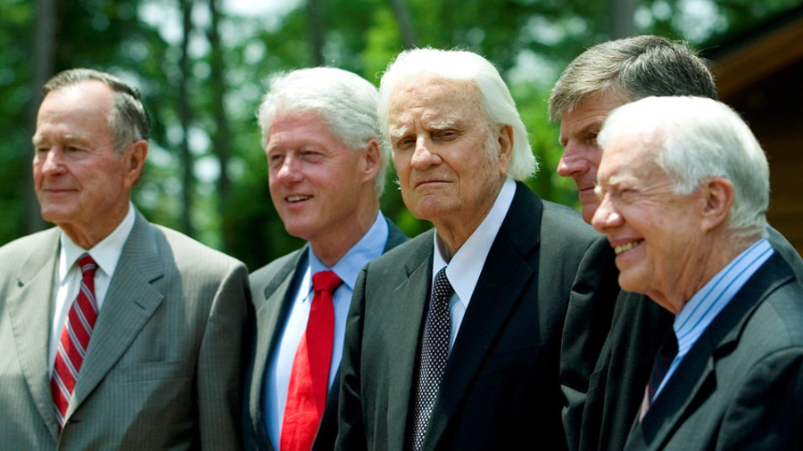 Billy Graham (centre) avec son fils Franklin et les anciens présidents US George H.W. Bush, Bill Clinton et Jimmy Carter, à l'inauguration de la bibliothèque Billy Graham à Charlotte, en Caroline du Nord, le 31 Mai 2007