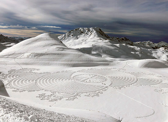 """Snow art"" par Simon Beck"