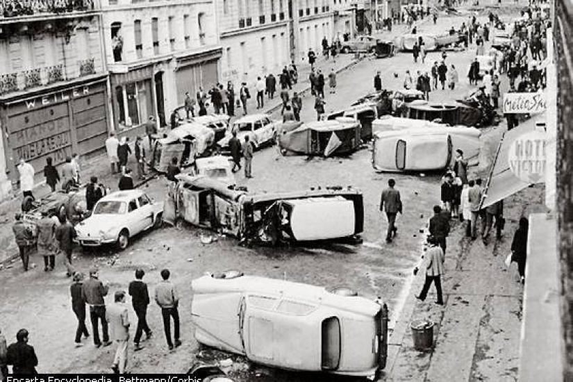 Une rue à Paris - Archives Mai 68