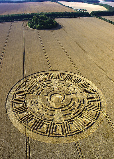 "Crop circle: ""Dieu au centre de l'univers"""