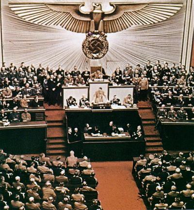 Hitler à la tribune