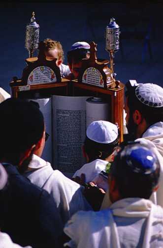 Lecture des rouleaux de la Torah par des juifs