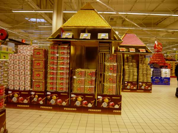 Pyramides de chocolats en grande surface