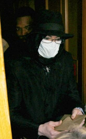Michael Jackson portant un masque chirurgical