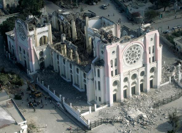 Cathédrale Notre Dame après le séisme du 12 Janvier 2010 à Port au Pince
