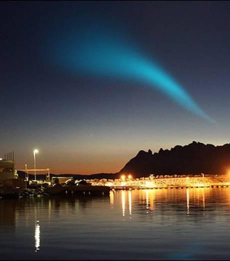 Mystérieux phénomène lumineux apparu dans le ciel nocturne Norvégien au-dessus de Tromso