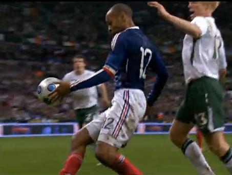 Main de Thierry Henry...