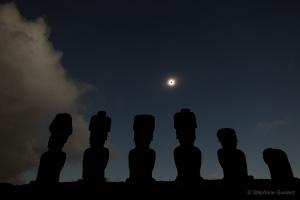 Eclipse totale du soleil sur l'île de Pâques le 11 Juillet 2005
