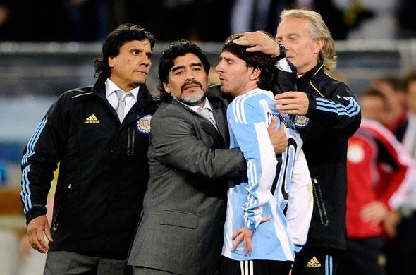 Messi réconforté par Maradona