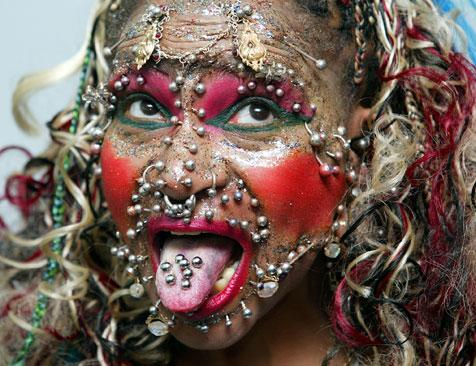 - Tatouages et piercings -