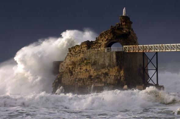 — Le rocher de la Vierge par tmps de tempête — Novembre 2010 — Biarritz —
