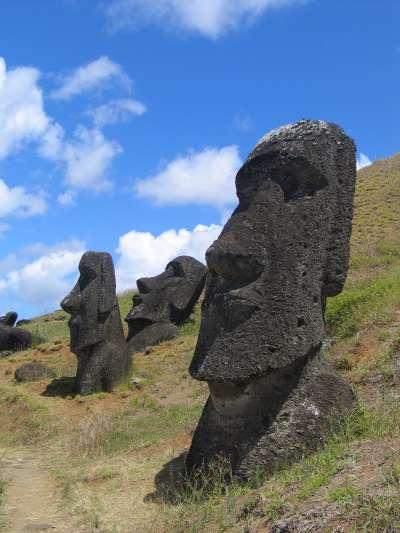 Moai_Rano_raraku_s dans Partages et Enseignements