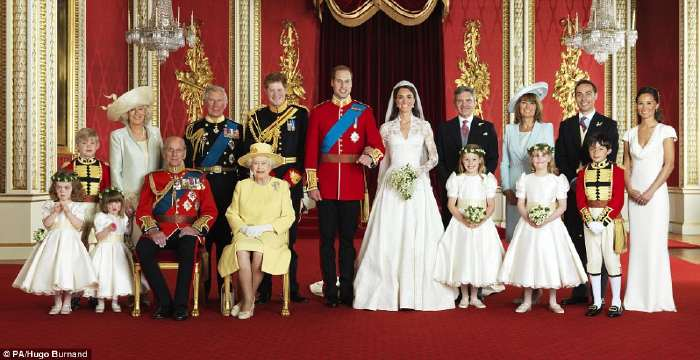 William et Kate entourés de leurs familles  Photo officielle