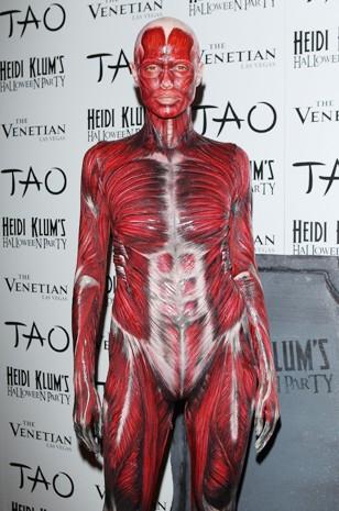 Heidi Klum déguisée en cadavre lors d'une Halloween party à Las Vegas en Octobre 2011