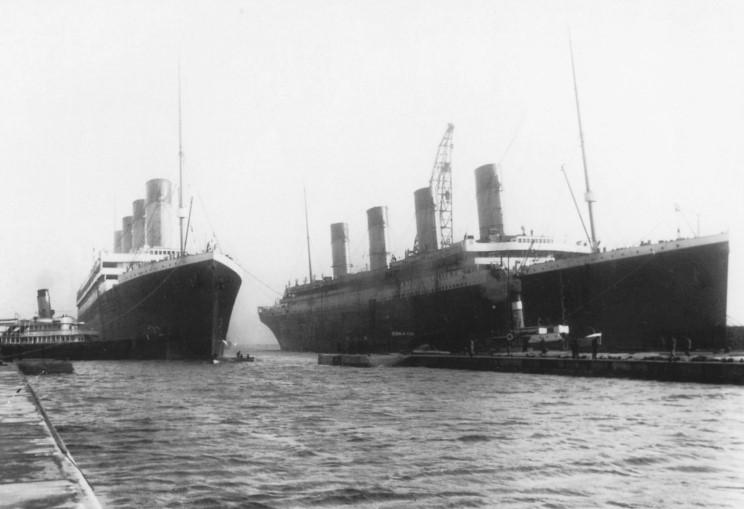 Olympic à gauche et Titanic à droite