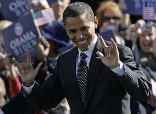 Barack Obama et son salut cornu