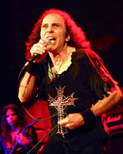 Ronnie James Dio et son crucifix