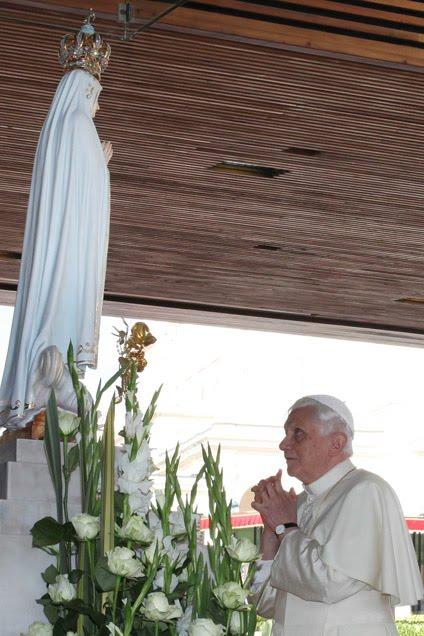 Pape Benoît XVI, idolâtre et mariolâtre...