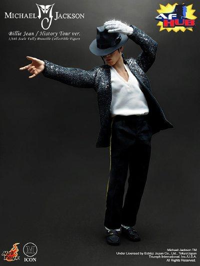 Michael Jackson flashant le salut cornu