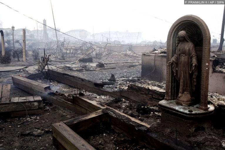 Site incendié à New York suite au passage de l'ouragan Sandy