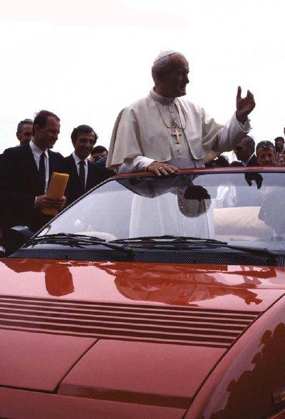Le pape Jean-Paul II en Ferrari...