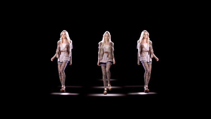 Show hologrammique: Défilé de mode à New-York au Daryl Roth Theatre - Union Square
